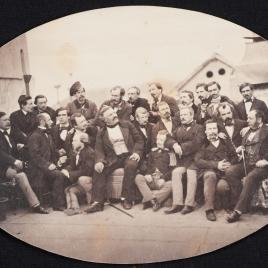 Retrato de grupo con veintitrés personajes