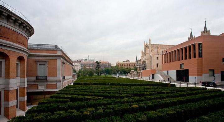 Exterior del Edificio Villanueva y Jerónimos